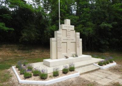 UNC - MONUMENT