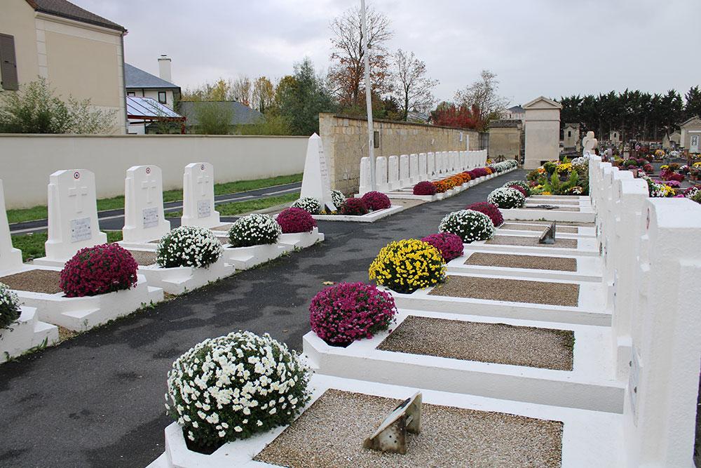 Fleurissement du cimetière et du monument au morts